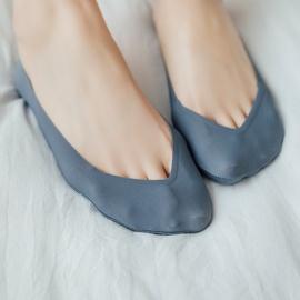 Solid Color V-shaped Silk Boat Socks NSFN51085